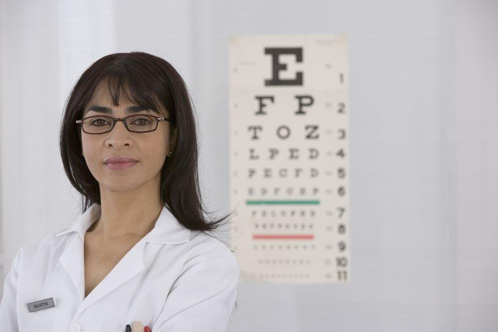 1000度近视的朋友该如何戴隐形眼镜?